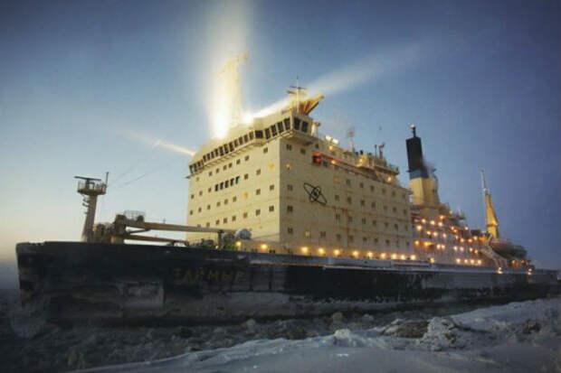 Ледокол Таймыр пробивается через льды Арктики: движение посреди ледяной пустыни