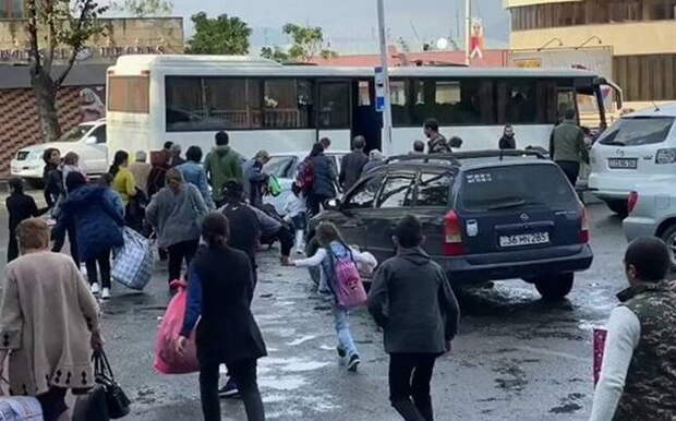 Азербайджанские СМИ: Почему армяне бегут из Карабаха в «предавшую» их Россию