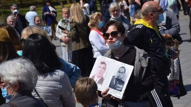 Кадры уничтожения баннеров ко Дню Победы на Украине опубликовали в Сети