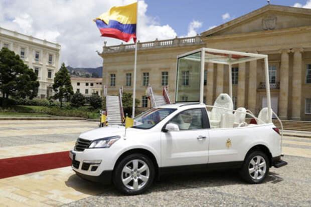 Папе Римскому сделали спецмашину на базе старого Chevrolet