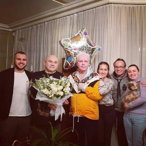 Друзья, поздравившие перенесшего инсульт Бориса Моисеева, показали его фото с дня рождения