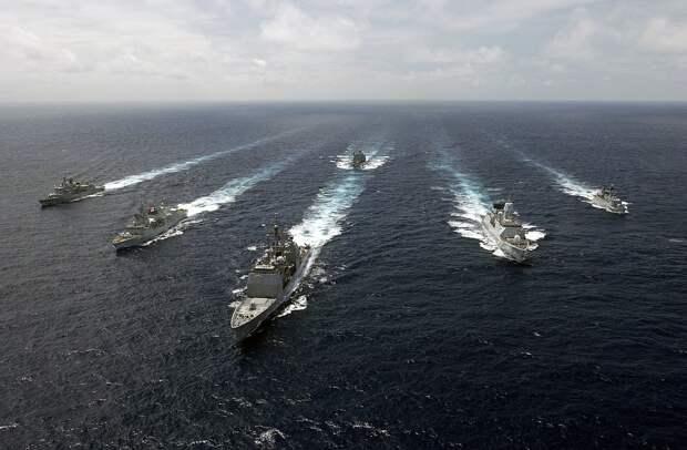 Аvia.pro: корабли ЧФ РФ открыли стрельбу, когда натовцы пошли к Крыму