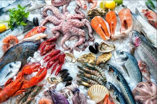 Основу рациона японцев составляет рыба и другие морепродукты / Фото: yandex.ua