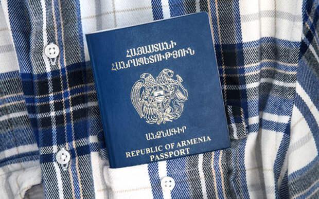 Оформляю вид на жительство в России. Как быть с регистрацией автомобиля?