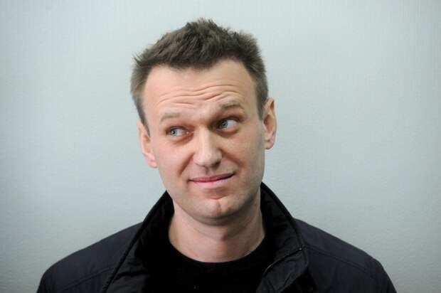 Навальный подал три иска в суд на колонию