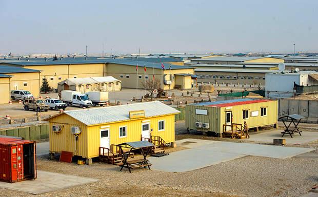 На фото: общий вид казарм военной базы Кэмп Мармал в Мазари-Шарифе, Афганистан