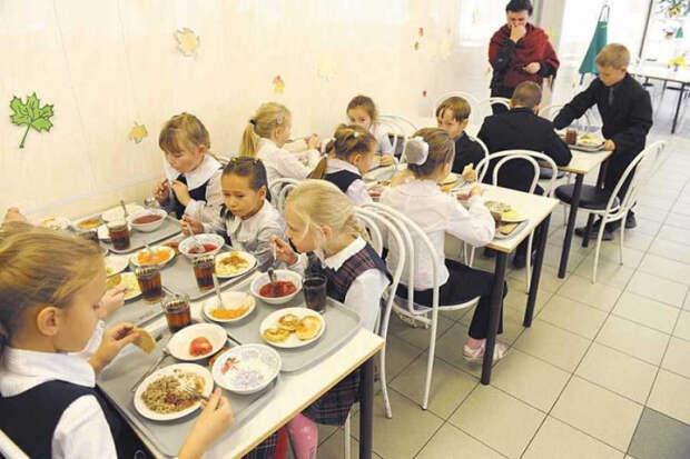 На Кубани выделили 400 млн рублей на бесплатное питание для школьников с ОВЗ