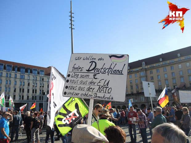 """Плакат """"Мы хотим свободную Германию: без евро, без ЕС, без НАТО и с настоящей демократией""""."""