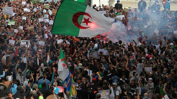 Радикальные исламисты захватывают протестное движение в Алжире