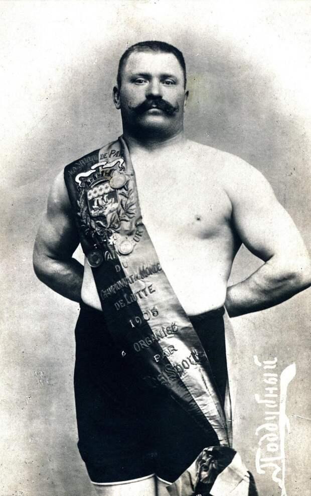 Борец победил всех, кого только можно было. Фото: https://park-poddubnogo.ru/muzej/