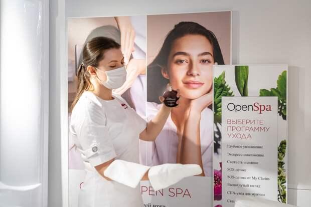 В «Галерее» открылась спа-зона Clarins. Там можно сделать массаж лица и попробовать средства бренда