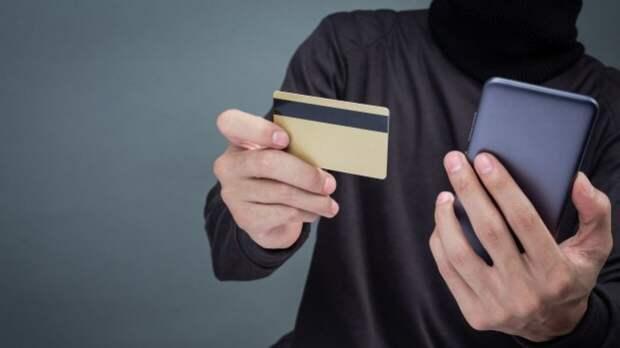 Банк России предложил блокировать счета мошенников для возврата украденных денег