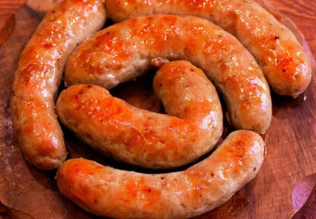 Делаем бюджетную домашнюю колбасу без добавок и консервантов: на столе через 1,5 часа