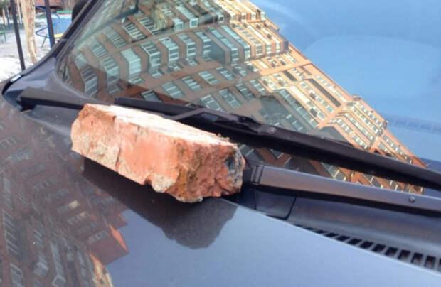 ForPost - Новости : В Севастополе мужчина получил лопатой по голове за проделки жены