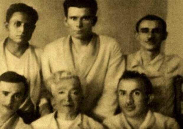 Зиновий Гердт в госпитале после ранения