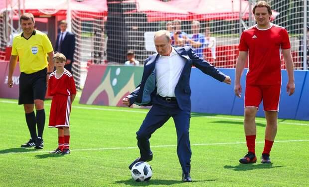 «Это сильный человек, иначе он не управлял бы Россией столько лет». Фигу — о Путине