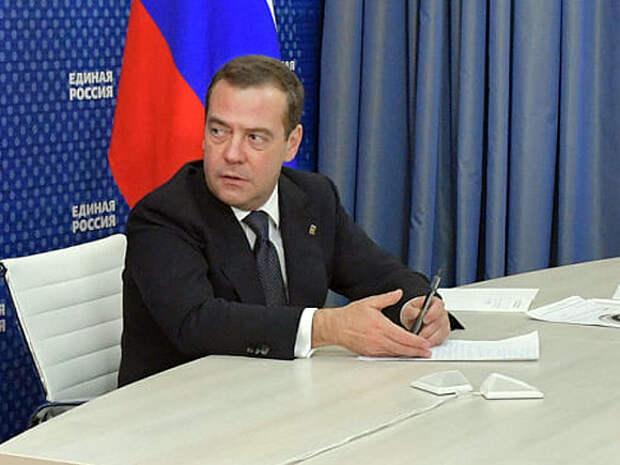 Медведев: Переход к четырехдневной рабочей неделе должен быть основан на экономической логике