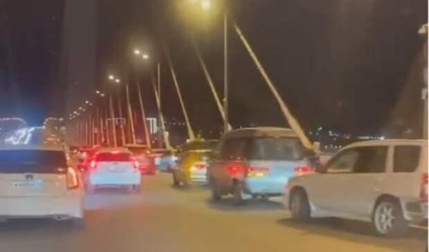 «Дикари, салютов невидели»: всоцсети обсуждают поведение водителей наЗолотом мосту