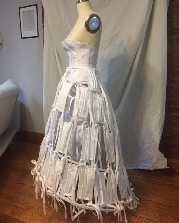 Свадебное платье из медицинских масок