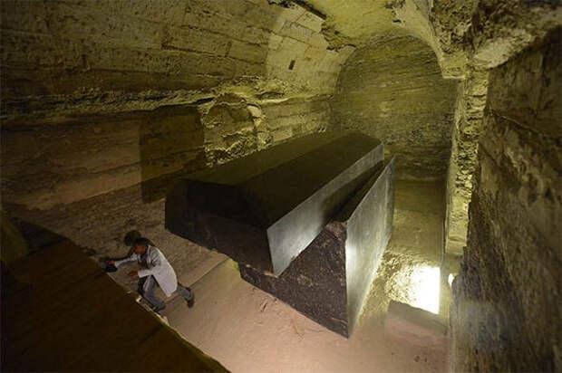 Пустоты под полом пирамиды Хеопса: археологи пробиваются к тысячелетней истории