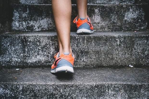 Врачи назвали пять признаков в ногах, которые указывают на высокий холестерин