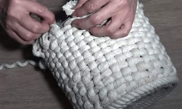 Красота из сломанного ведра: практичная переделка, способная украсить интерьер