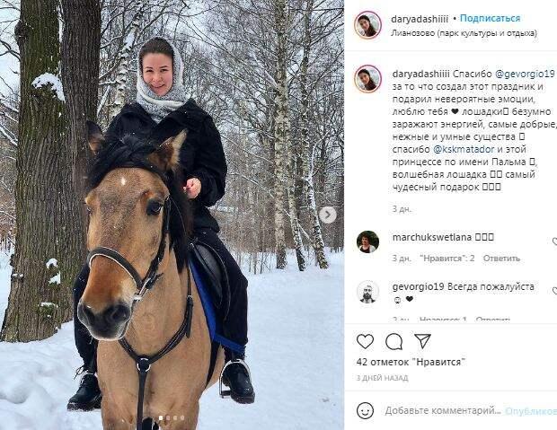 Фотокадр: счастливая всадница в Лианозове