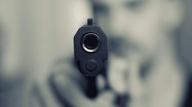 Двое вооруженных людей открыли стрельбу в школе в Казани