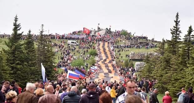 Первые торжества по случаю Дня Победы прошли в священном месте для Донбасса