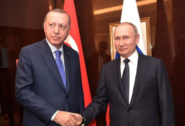 «Россия - меньшее из зол»: турецкие читатели выбирают РФ, а не США