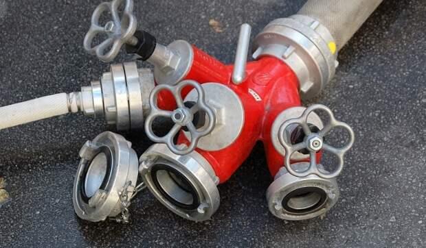 В дом по Дмитровскому шоссе вернули пожарные шланги