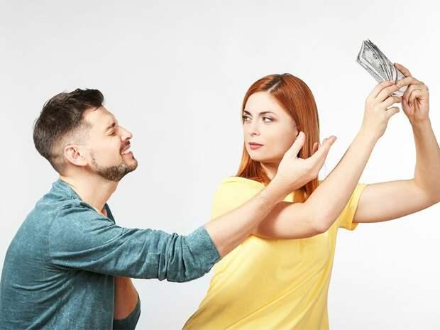 Что делать, если муж - пожиратель семейных денег?