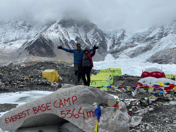 Россиянка с заболевшим ковидом мужем оказались в «непальской» ловушке