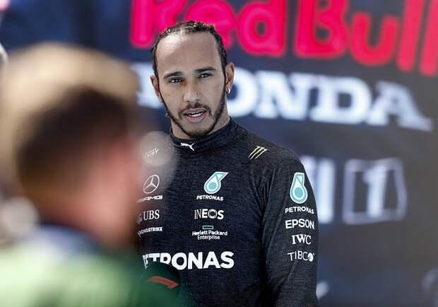 Британский гонщик Хэмилтон в сотый раз выиграл квалификацию Формулы-1