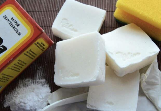 Натерли на терке хозяйственное мыло: чистящая паста для всей кухни