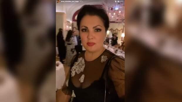 Нетребко в роскошном платье посетила светский раут после концерта
