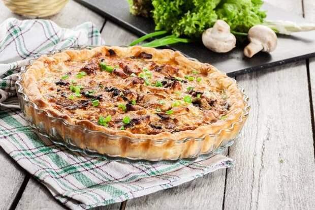 Как сытно накормить всю семью? Приготовить пирог с курицей!