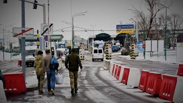 На украинско-польской границе выстроились огромные очереди