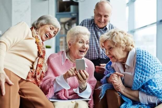 Зачем пожилым людям смартфон и интернет? Вот что они там делают