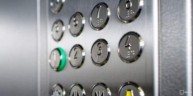 В жилом доме на Русанова восстановили освещение в лифте