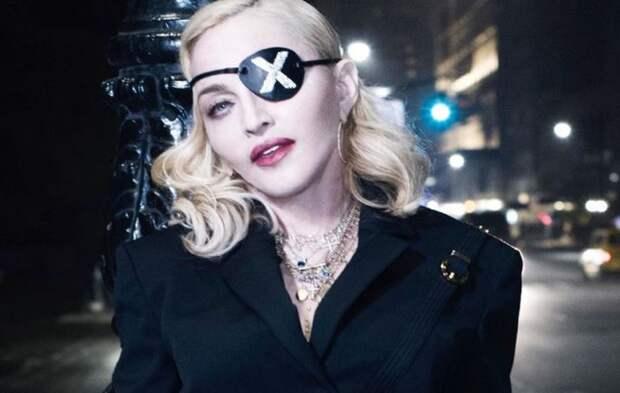 Мадонна упала и разрыдалась на шоу в Париже