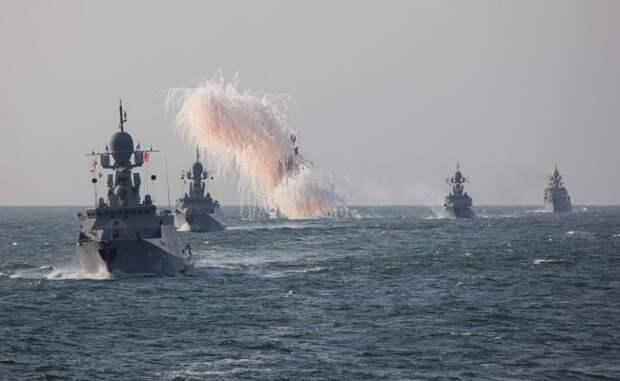 Корабли Каспийской флотилии отработали уничтожение БПЛА схиморужием