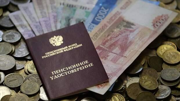 Гастарбайтерам – пенсии, россиянам – заморозку накопительной части