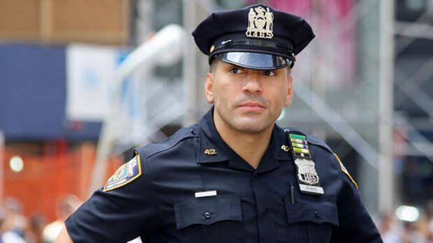 В США задержали официанта, который плевал в кофе для полицейских