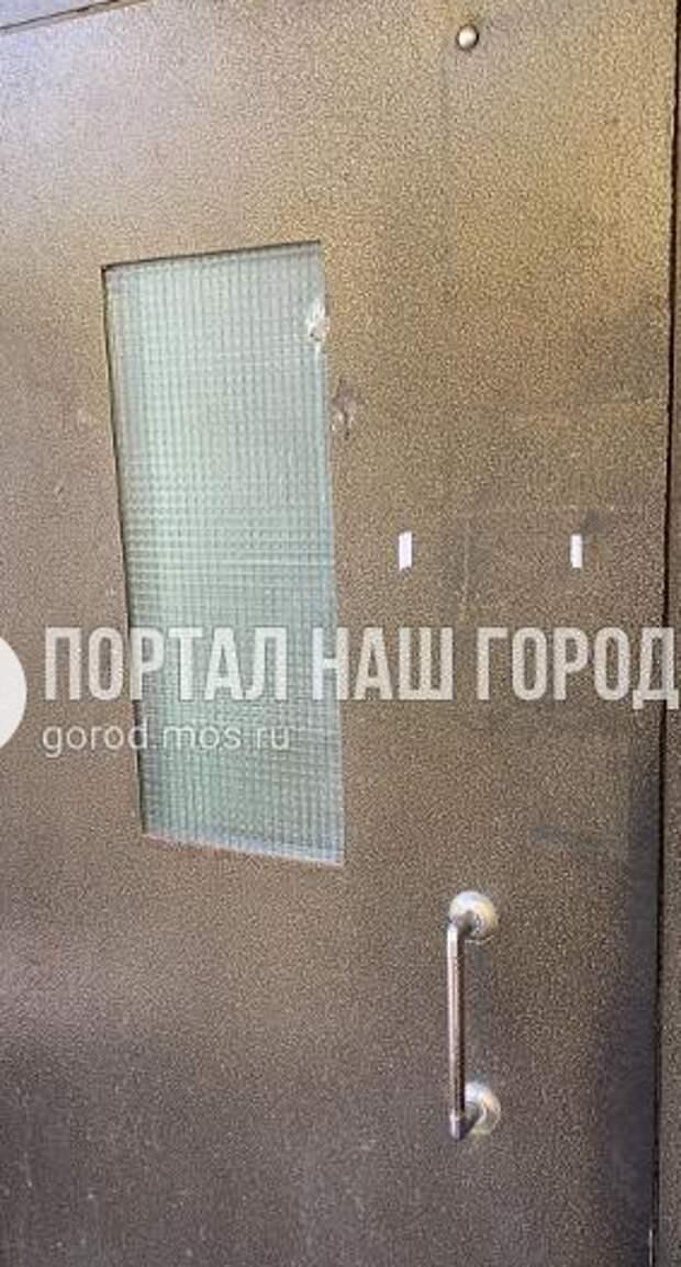 В доме на Живописной отремонтировали дверь