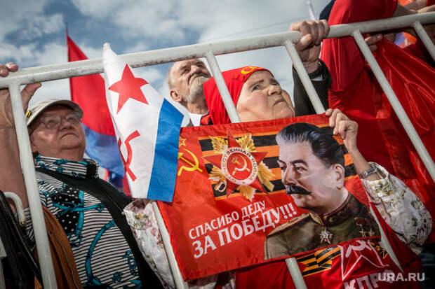 Первомай в Москве. Москва, флаг красный, портрет сталина, митинг кпрф, первое мая, унисты, коммунисты