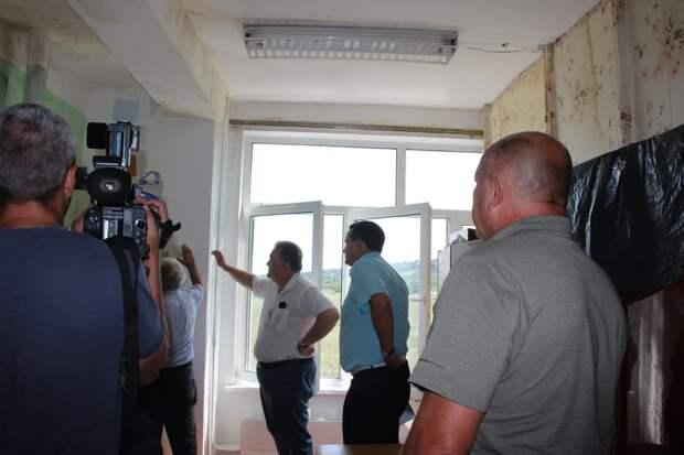 Комиссия оценит состояние школы №24 в Керчи после обрушившихся на город проливных дождей