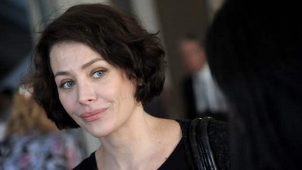 Актриса Екатерина Волкова заинтриговала фанатов снимком с округлившимся животом