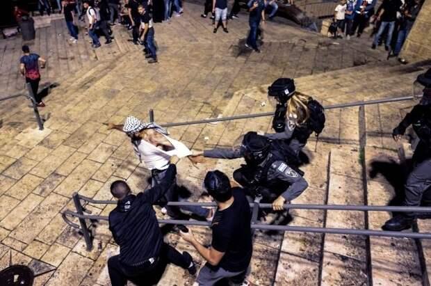 В Восточном Иерусалиме в стычках с полицией пострадали 180 человек