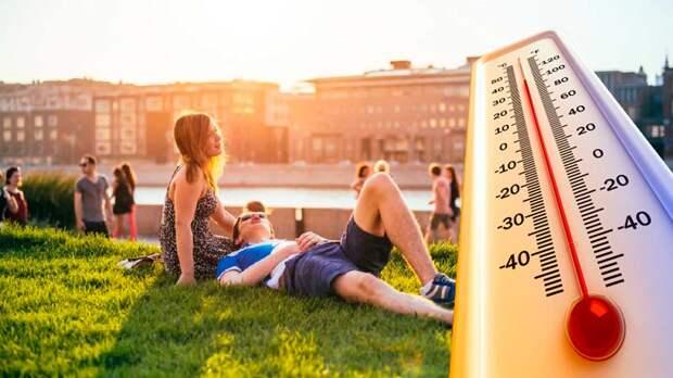 О рекордной жаре предупредили жителей России
